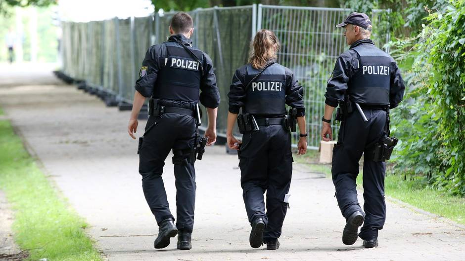 hamburg entl sst berliner g20 polizisten wegen party. Black Bedroom Furniture Sets. Home Design Ideas