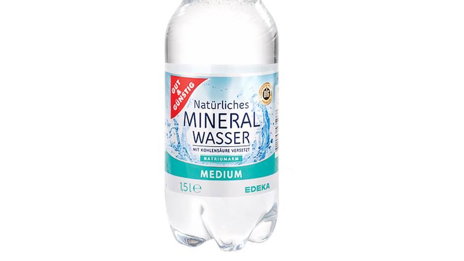 Edeka: Gut & günstig(Viaqua Quelle) in der PET-Flasche  Dieses Wasser ist günstig, schmeckt gut und ist nicht belastet. Die Herkunft aus der Plastikflasche ist nicht zu bemerken.    Preis je Liter: 0,13 Euro  Geschmack: 2,5  Kritische Stoffe: 1,8  Gesamturteil: 2,2 (Gut)
