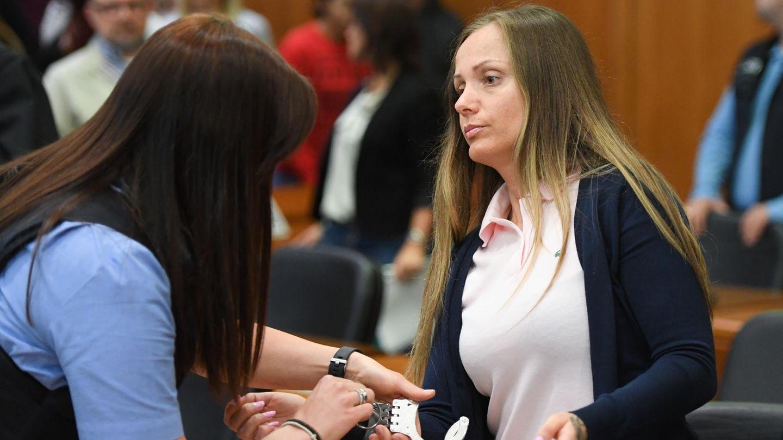 Die Rapperin Schwesta Ewa bei ihrer Gerichtsverhandlung