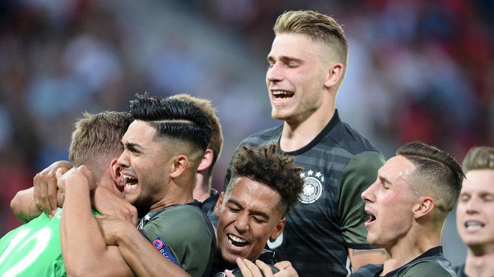 Freude nach dem entscheidenden Elfer: Die deutsche U21 hat sich knapp, aber verdient durchgesetzt