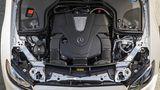 Der 3,0 Liter große V6-Benzinmotor des Mercedes-Benz E 400 4Matic Cabriolet.