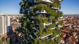 Dieser Turm von Stefano Boeri steht in Mailand.