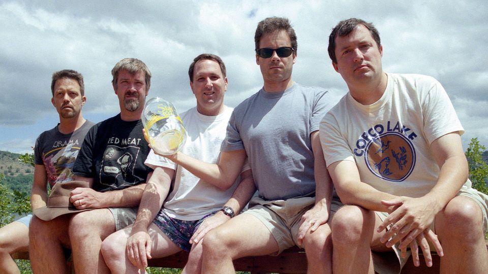 Das fünfte Bild der fünf Freunde gemeinsam auf der Veranda, aufgenommen 2002