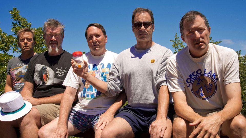 Das sechste Bild der fünf Freunde gemeinsam auf der Veranda, aufgenommen 2012