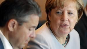 Ehekrach: Angela Merkel kritisiert den Koalitionspartner SPD - aber auch Teile ihrer Union