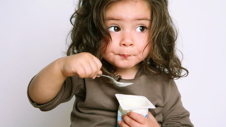 Joghurt ist eine beliebte Zwischenmahlzeit für Kinder