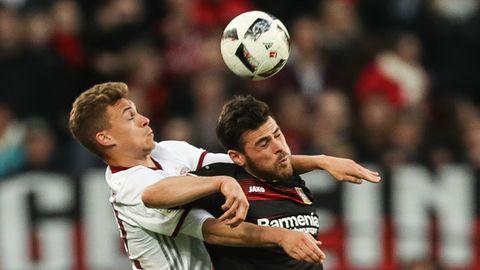 Treffen gleich am 1. Spieltag aufeinander: Joshua Kimmich von Bayern München und Kevin Volland von Bayer Leverkusen