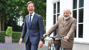 Dieser Staatsbesuch läuft rund: Mark Rutte schenkt Narendra Modi ein Hollandrad