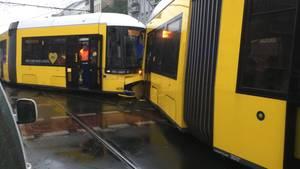 In Berlin sind zwei Straßenbahnen kollidiert