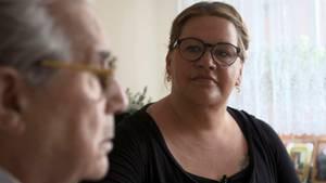 Ilka Bessin besuchtGunther B. (83) in seiner 50-Quadratmeter-Wohnung gegenüber dem Pflegeheim seiner Frau.