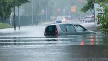 Wie hier in Oranienburg standen viele Straßen in Berlin unter Wasser