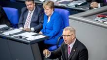 """Johannes Kahrs (SPD) griff im Bundestag Kanzlerin Angela Merkel (CDU) wegen ihrer Haltung zur """"Ehe für alle"""" scharf an"""