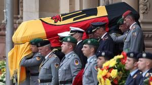 Helmut Kohl wird in Speyer mit militärischen Ehren zu Grabe getragen