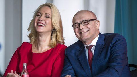 Manuela Schwesig und Erwin Sellering beim SPD-Sonderparteitag zur Wahl eines neuen Landesvorsitzenden