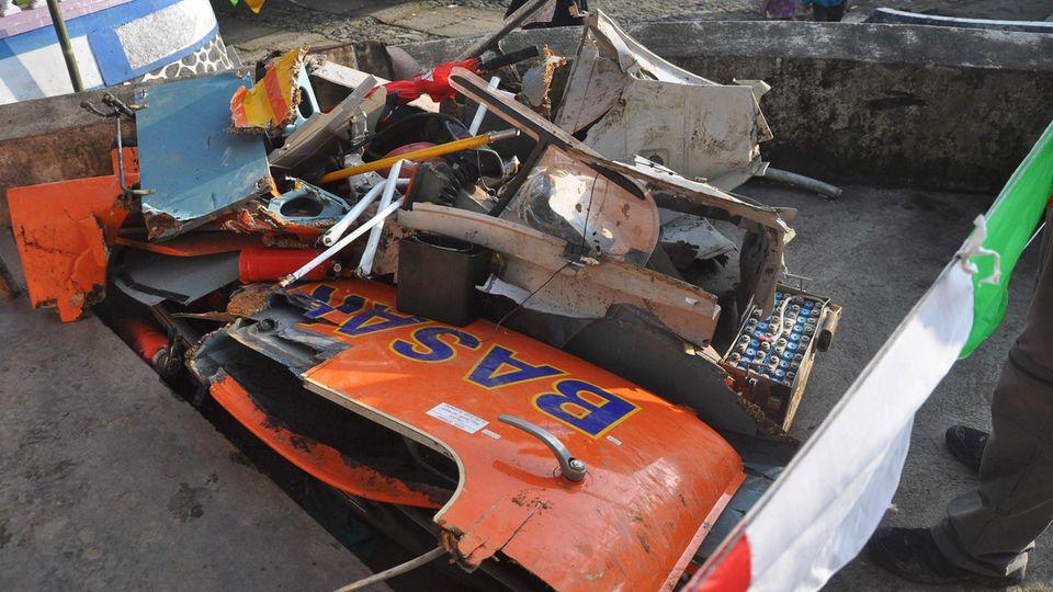 Die Trümmer des abgestürzten Rettungshubschraubers in Indonesien