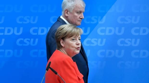Angela Merkel und Horst Seehofer demonstrieren Einigkeit auf ganzer Linie