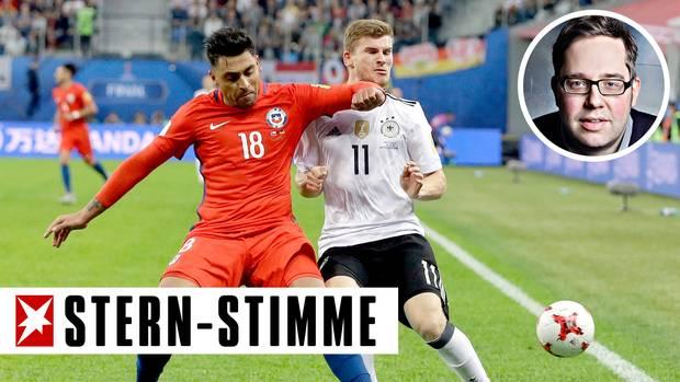 Aufreger im Confed-Cup-Finale: Der Ellbogencheck des Chilenen Gonzalo Jara gegen Deutschlands Timo Werner