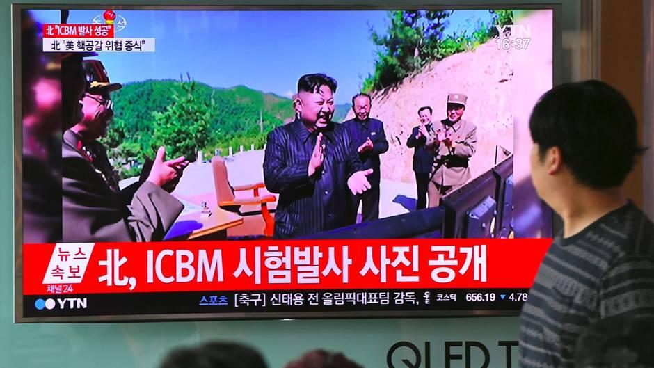 Nordkorea: Kim Jong Un feiert den Start einer Rakete
