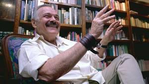 Der mexikanische Künstler José Luis Cuevas während eines Interviews in Mexiko