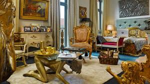 """Pomp und Kitsch: Das Hotel """"25hours"""" hat in der Hamburger Hafen-City ein Zimmer im Stile von Trumps New Yorker Apartment eingerichtet"""