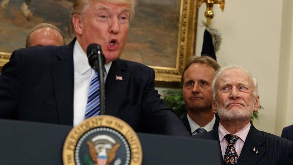 Apollo-11-Astronaut bei Trump-Rede: Legende Buzz Aldrin zerreißt Trumps Rede über den Weltraum mit wenigen Blicken
