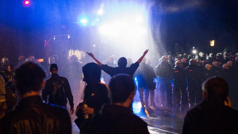 Auch in der Nacht von Dienstag auf Mittwochen gab es in Hamburg Ausschreitungen vor dem G20-Gipfel