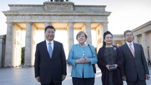 Der chinesische Staatschef Xi Jinping (l.) und seine Frau wurden in Berlin von Angela Merkel und Joachim Sauer empfangen