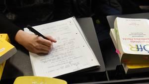 Student bekommt für eine Hausarbeit drei unterschiedliche Noten