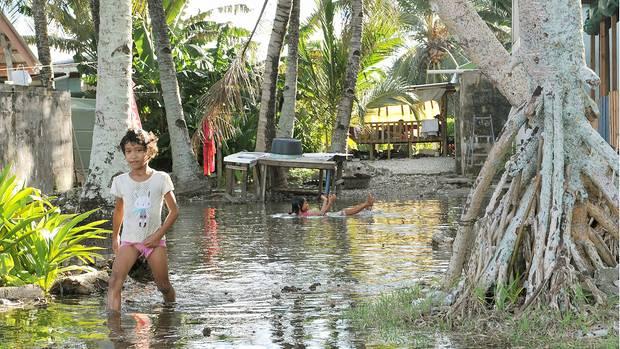 Ob diese Kinder als Erwachsene noch in Tuvalu leben, ist fraglich - zu erdrückend scheinen die Umweltprobleme, die der Meeresspiegelanstieg verursacht.