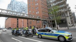 Polizeieskorte vor der Elbphilharmonie - Hamburg erwartet drei Tage Ausnahmezustand