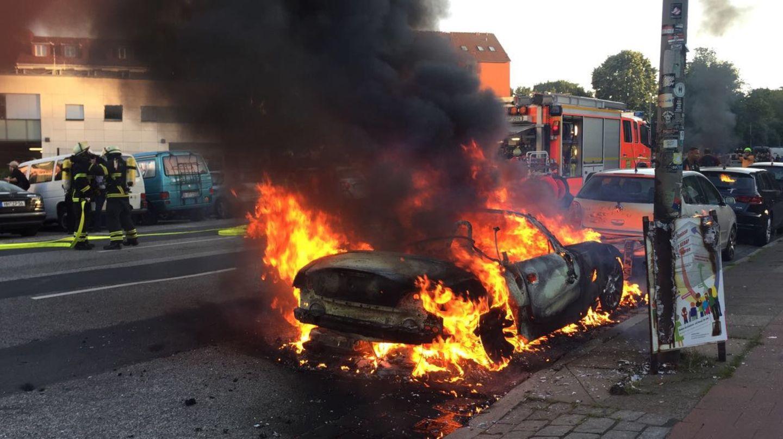 Beim G20-Gipfel brennen in Hamburg die Fahrzeuge.
