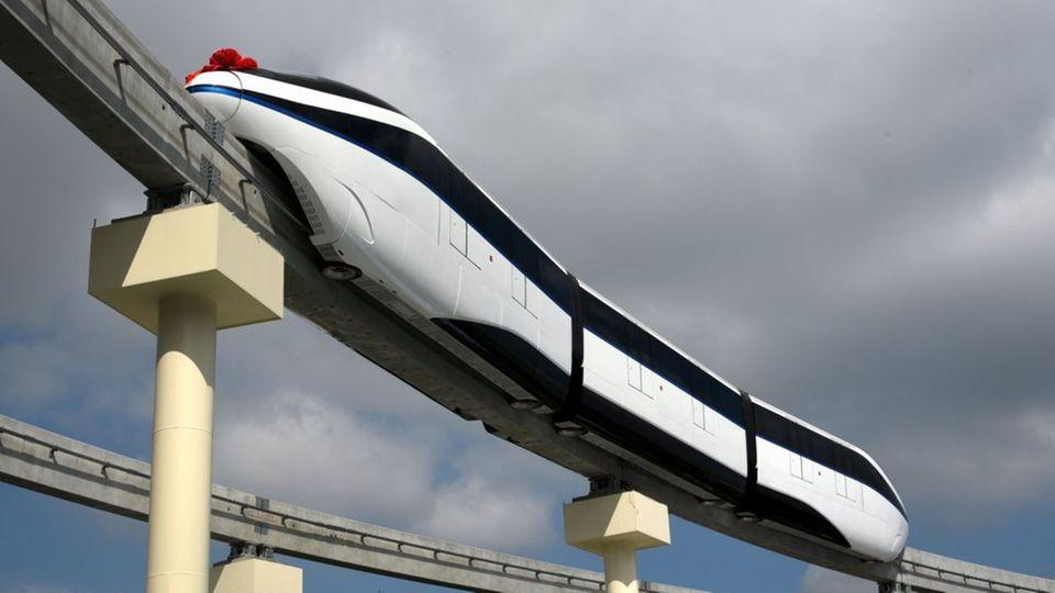 In China sind Monorails auf Stelzen sehr populär.