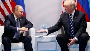 Erster Handshake: done - Donald Trump reicht Wladimir Putin die Hand