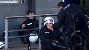 Die Polizei bei G20 am Rande der Belastbarkeit - ein Bild von den Landungsbrücken in Hamburg