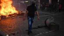 Brennende Barrikaden, bewaffnete Radikale, verschreckte Anwohner: Szenen aus der Sternschanze