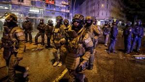 Schwer bewaffnete Polizei-Einheiten im Schanzenviertel Hamburg bei den G20-Krawallen