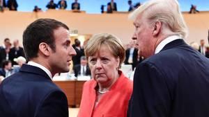 Gipfel-Chefin Merkel mit Frankreichs Präsident Macron und US-Präsident Trump