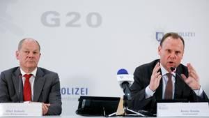 Hamburgs Erster Bürgermeister Olaf Scholz und Innensenator Andreas Grote