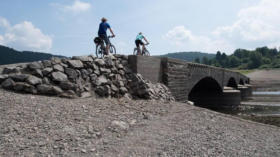 Tourismus: Trockenheit lässt Edersee-Ruinen wieder auftauchen