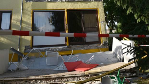 Der abgebrochene Balkon vor dem Wohnhaus in Nußloch
