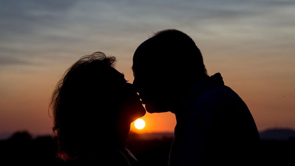 Menschen in Deutschland heiraten später und sind dann länger glücklich