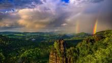 """""""Ich wollte in der Sächsischen Schweiz nur den Sonnenuntergang fotografieren. Doch dann zog eine Regenfront auf. Nachdem es wie verrückt gestürmt und gehagelt hatte, wurde ich durch diesen doppelten Regenbogen belohnt.""""      Mehr Fotos vonM-MengeFotografiein derVIEW Fotocommunity      Aktionen und Informationen aus der VIEW Fotocommunity aufFacebookoderTwitter"""