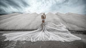 """""""Spontane Ideen sind oft die besten. Wir entdeckten auf Mallorca diese Salzberge, Outfit und Ausrüstung hatten wir dabei. Das Ganze dauerte nicht länger als 15 Minuten.""""      Mehr Fotos vonSchamanin derVIEW Fotocommunity      Aktionen und Informationen aus der VIEW Fotocommunity aufFacebookoderTwitter"""