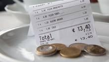 Rechnung im Restaurant: Wer für andere mitzahlt, empfindet oft ein Glücksgefühl