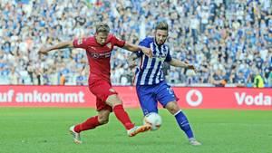 Bundesliga-Spiel vor gefüllten Rängen
