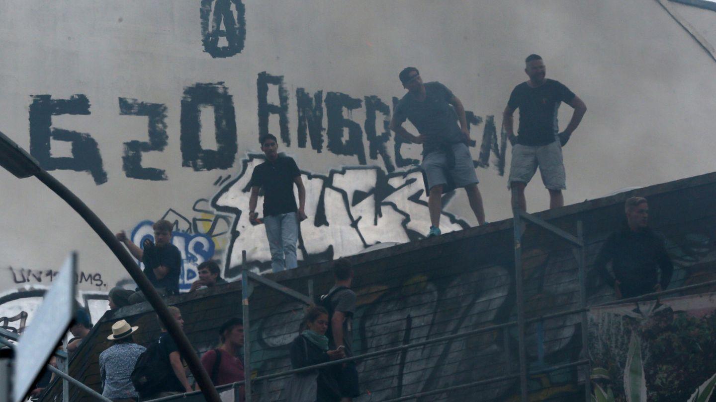 Auf den Dächern im Schanzenviertel sammelten sich am G20-Wochenende Randalierer und Schaulustige