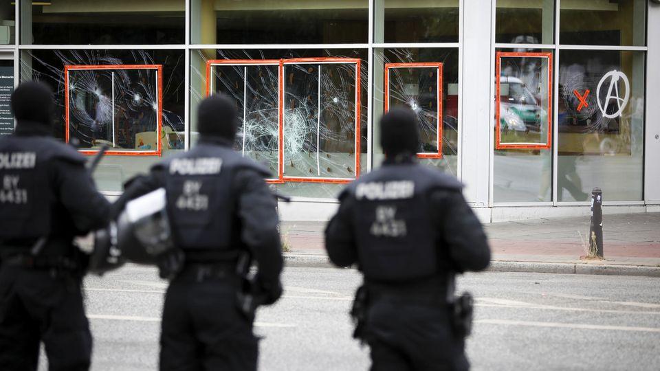 Die Polizei hatte rund um den G20-Gipfel viel zu tun - auch jede Menge Falschnachrichten musste sie dementieren