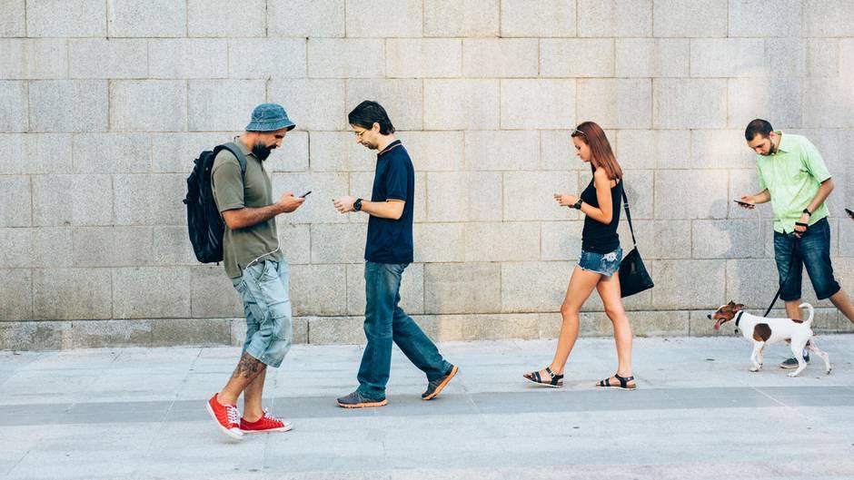 Laufen + Smartphone = komischer Gang