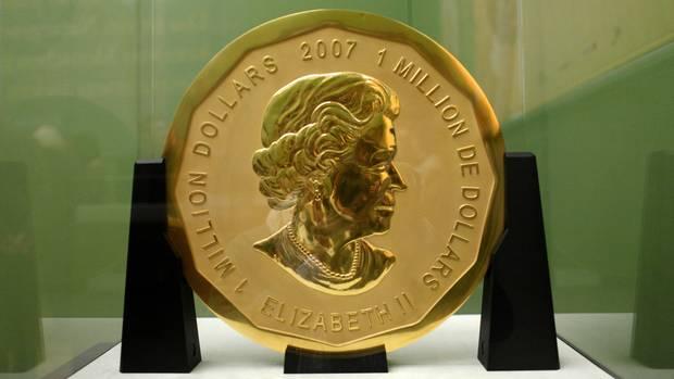 "Die 100 Kilogramm schwere Goldmünze ""Big Maple Leaf"" im Bode-Museum in Berlin"