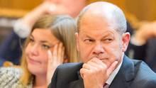 """Hamburgs Erster Bürgermeister Olaf Scholz (SPD) ist """"froh, dass kein Mensch ums Leben gekommen ist"""""""